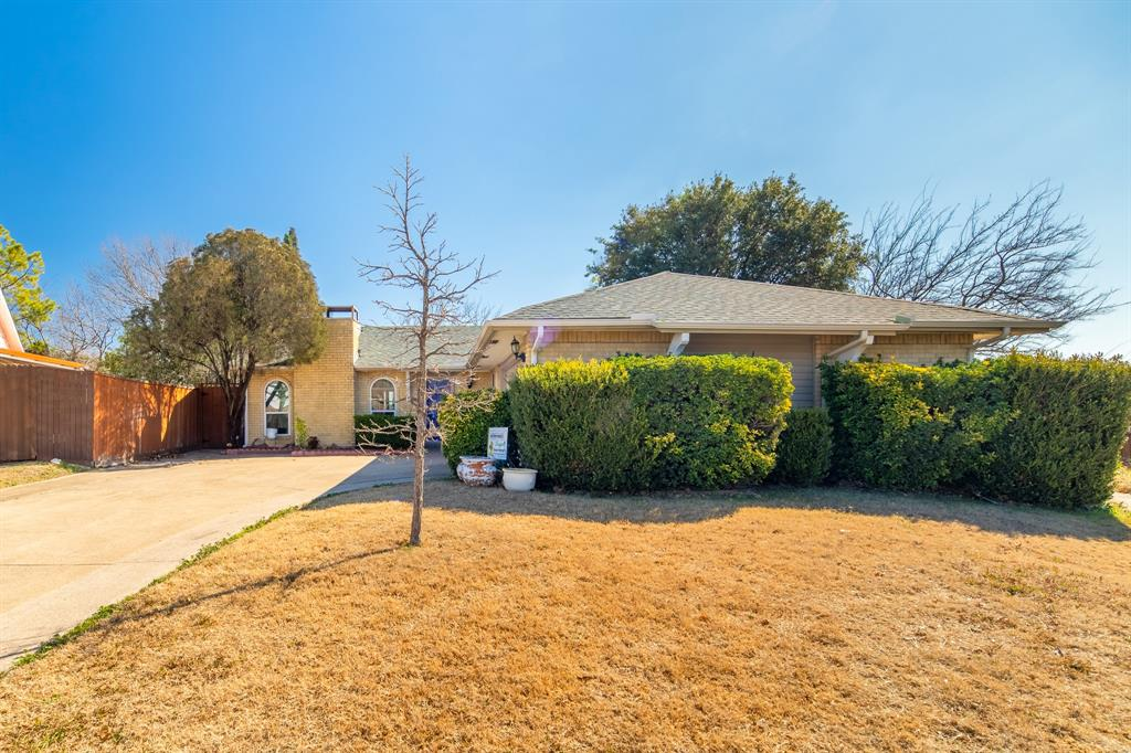 2212 Colonial Place, Carrollton, Texas 75007 - acquisto real estate best plano real estate agent mike shepherd