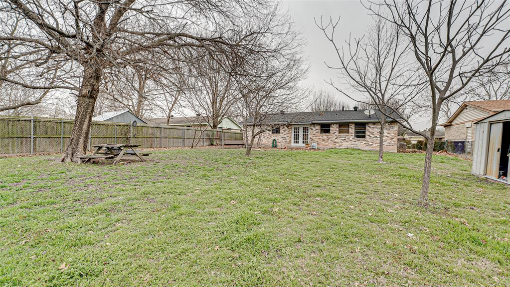 522 Moonlight Drive, Garland, Texas 75040 - acquisto real estate best realtor foreclosure real estate mike shepeherd walnut grove realtor