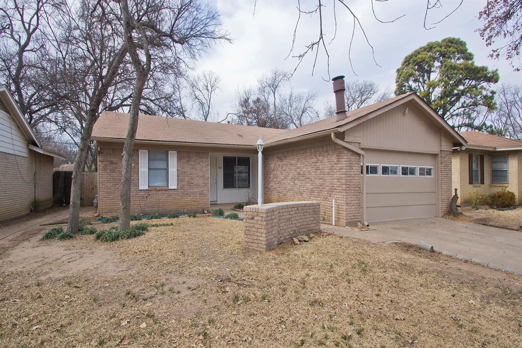 1817 Oakhurst  Drive, Irving, Texas 75061 - Acquisto Real Estate best plano realtor mike Shepherd home owners association expert