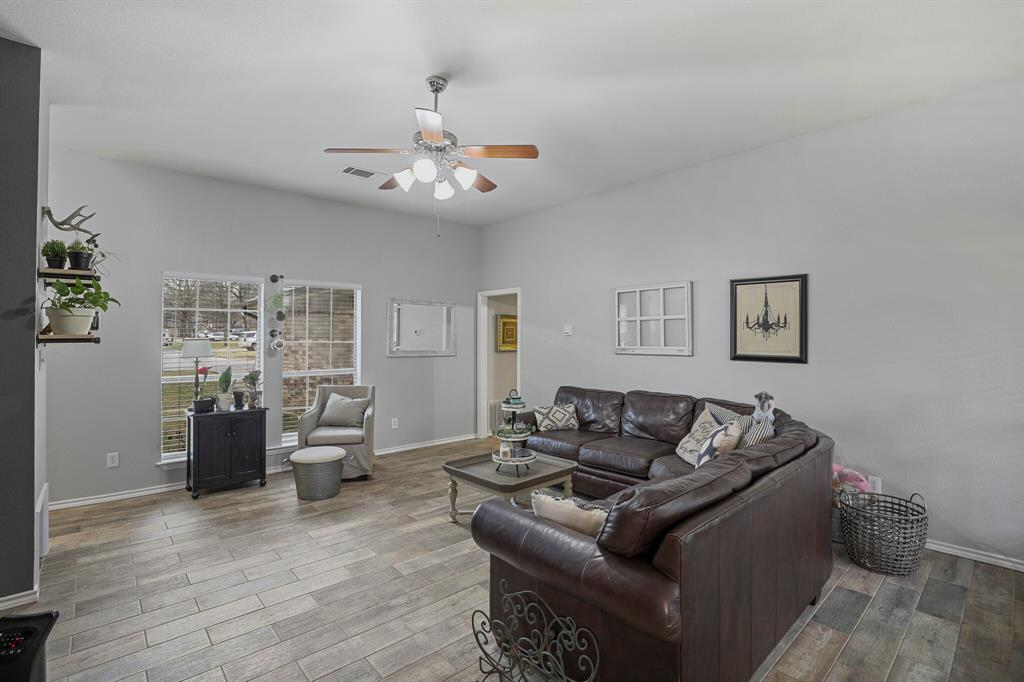 409 Meadowcrest Drive, Azle, Texas 76020 - acquisto real estate best flower mound realtor jody daley lake highalands agent of the year