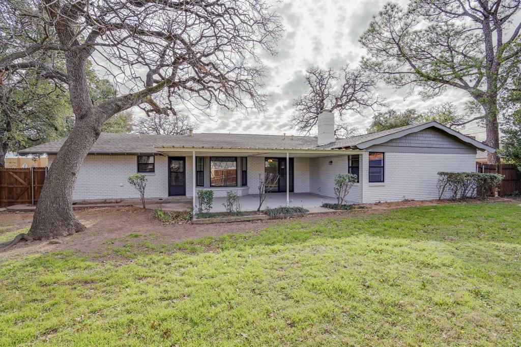 400 Plainview Drive, Hurst, Texas 76054 - acquisto real estate best negotiating realtor linda miller declutter realtor