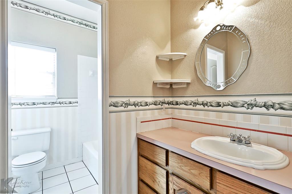 8541 Saddle Creek Road, Abilene, Texas 79602 - acquisto real estate best frisco real estate agent amy gasperini panther creek realtor