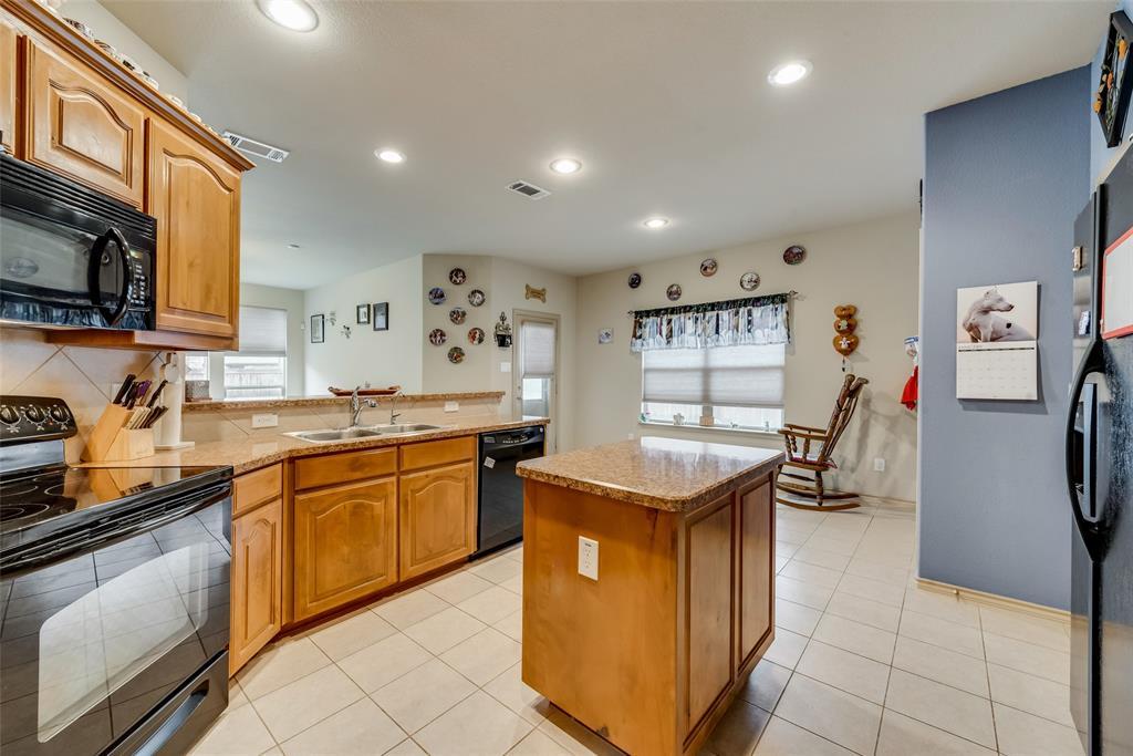 10928 Hawks Landing Road, Fort Worth, Texas 76052 - acquisto real estate best new home sales realtor linda miller executor real estate