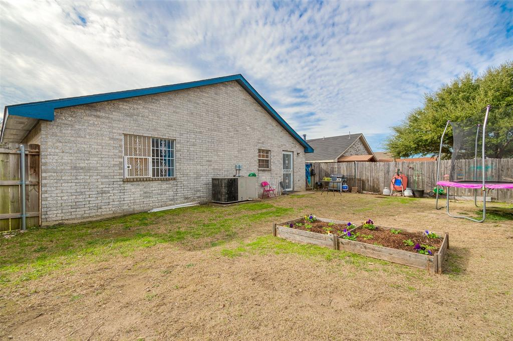 4545 Posada Drive, Dallas, Texas 75211 - acquisto real estate best frisco real estate agent amy gasperini panther creek realtor