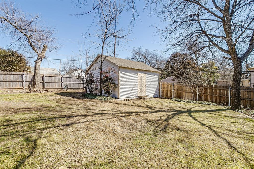 2641 Forest Park Boulevard, Fort Worth, Texas 76110 - acquisto real estate best photos for luxury listings amy gasperini quick sale real estate