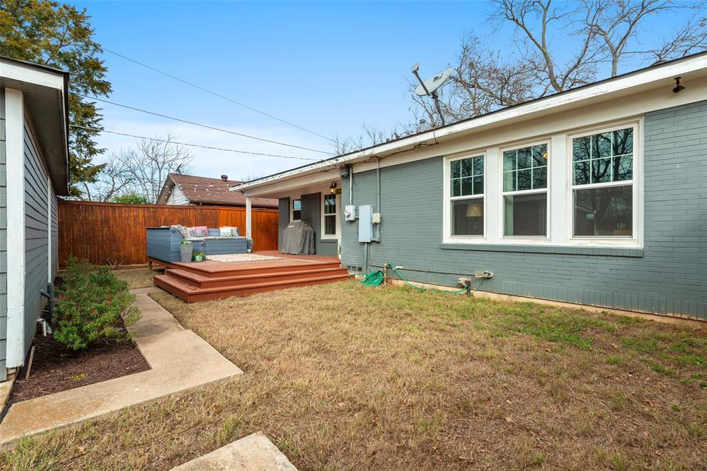 5033 Lovell Avenue, Fort Worth, Texas 76107 - acquisto real estate best frisco real estate agent amy gasperini panther creek realtor