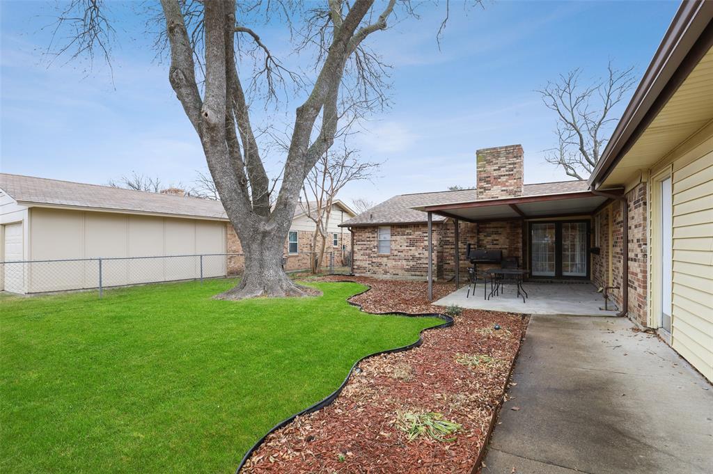 1413 Kingsbridge Drive, Garland, Texas 75044 - acquisto real estate best park cities realtor kim miller best staging agent