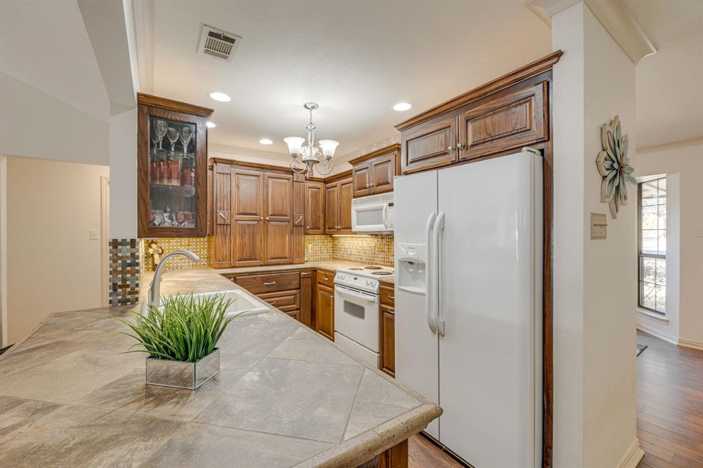 6824 Stillmeadows Circle, North Richland Hills, Texas 76182 - acquisto real estate best highland park realtor amy gasperini fast real estate service