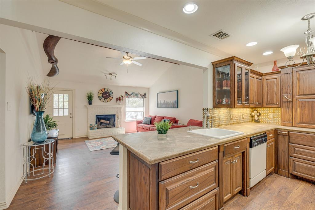 6824 Stillmeadows Circle, North Richland Hills, Texas 76182 - acquisto real estate best celina realtor logan lawrence best dressed realtor