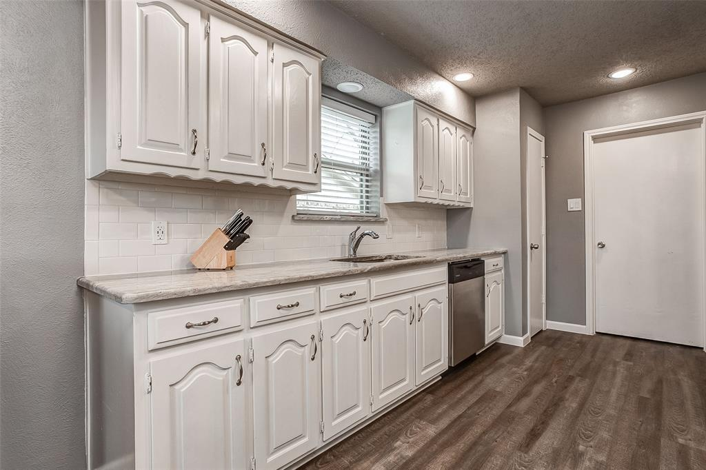 2909 Lake Park Drive Grand Prairie, Texas 75052 - acquisto real estate best real estate company to work for