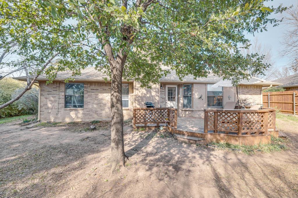6824 Stillmeadows Circle, North Richland Hills, Texas 76182 - acquisto real estate best realtor dfw jody daley liberty high school realtor