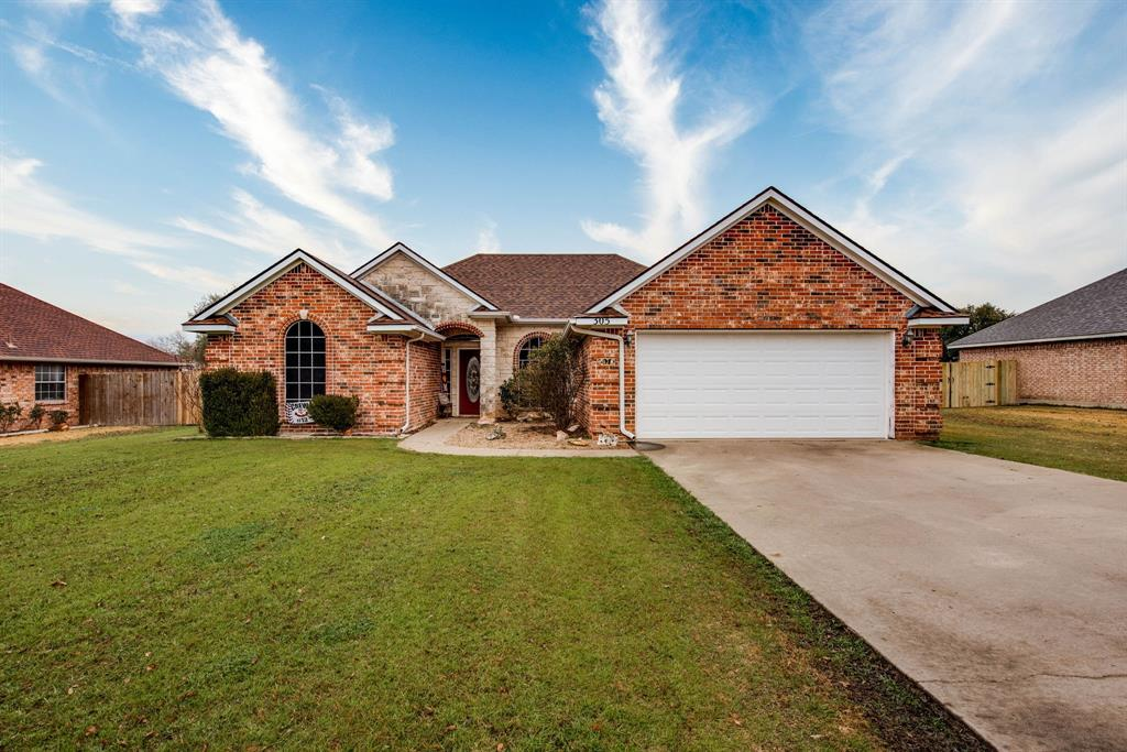 305 Blackmon Trail, Bells, Texas 75414 - Acquisto Real Estate best plano realtor mike Shepherd home owners association expert