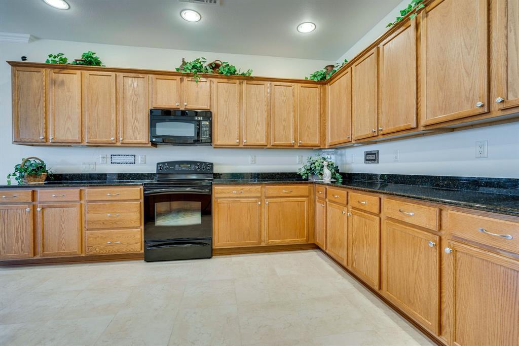 9004 Freeport Drive, Denton, Texas 76207 - acquisto real estate best realtor foreclosure real estate mike shepeherd walnut grove realtor
