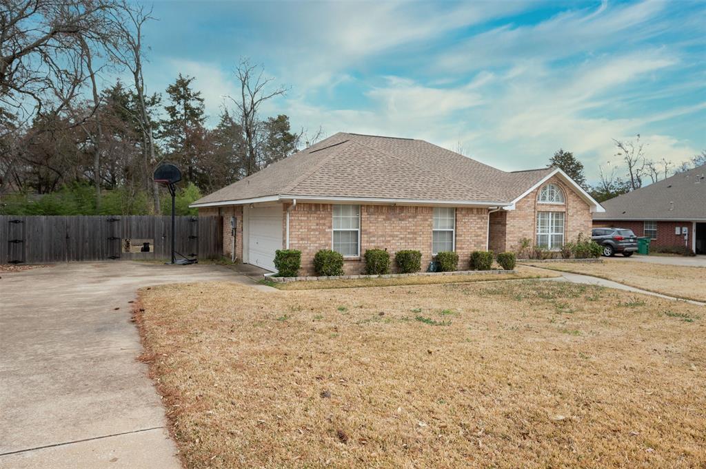 1108 LINDA Lane, Greenville, Texas 75402 - Acquisto Real Estate best plano realtor mike Shepherd home owners association expert