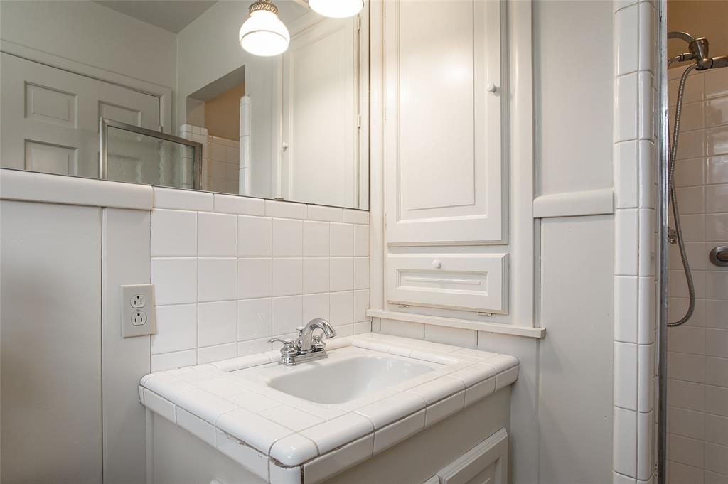 2700 Hartwood Drive, Fort Worth, Texas 76109 - acquisto real estate best negotiating realtor linda miller declutter realtor