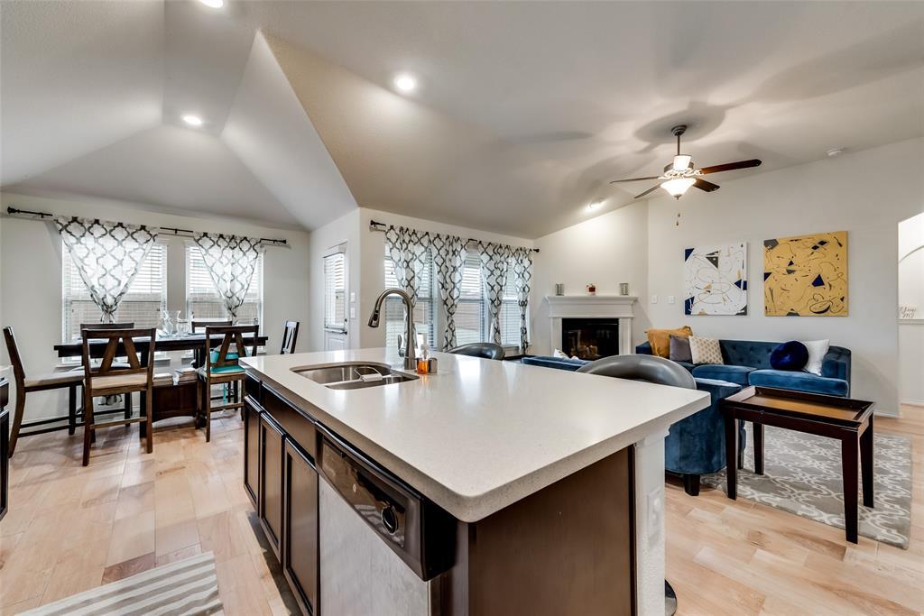 1979 Travertine Avenue, Heartland, Texas 75126 - acquisto real estate best real estate company to work for