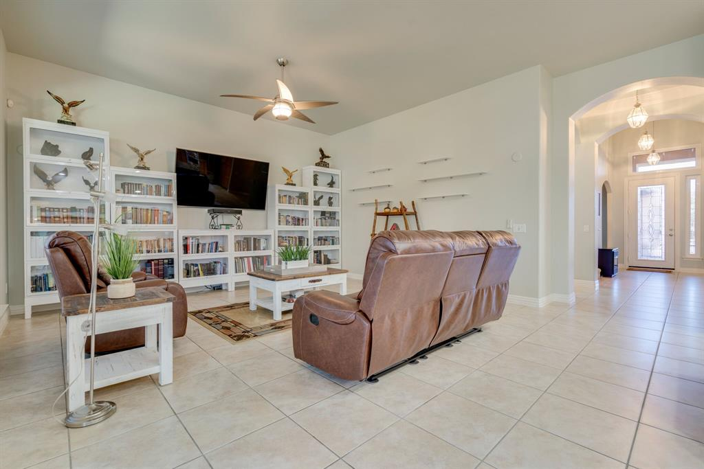 10901 Sandstone  Drive, Denton, Texas 76207 - acquisto real estate best listing agent in the nation shana acquisto estate realtor