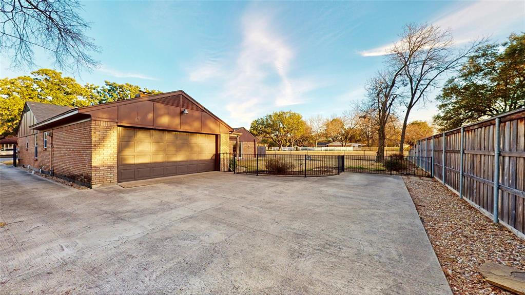 3320 Brookhaven Club Drive, Farmers Branch, Texas 75234 - acquisto real estate agent of the year mike shepherd