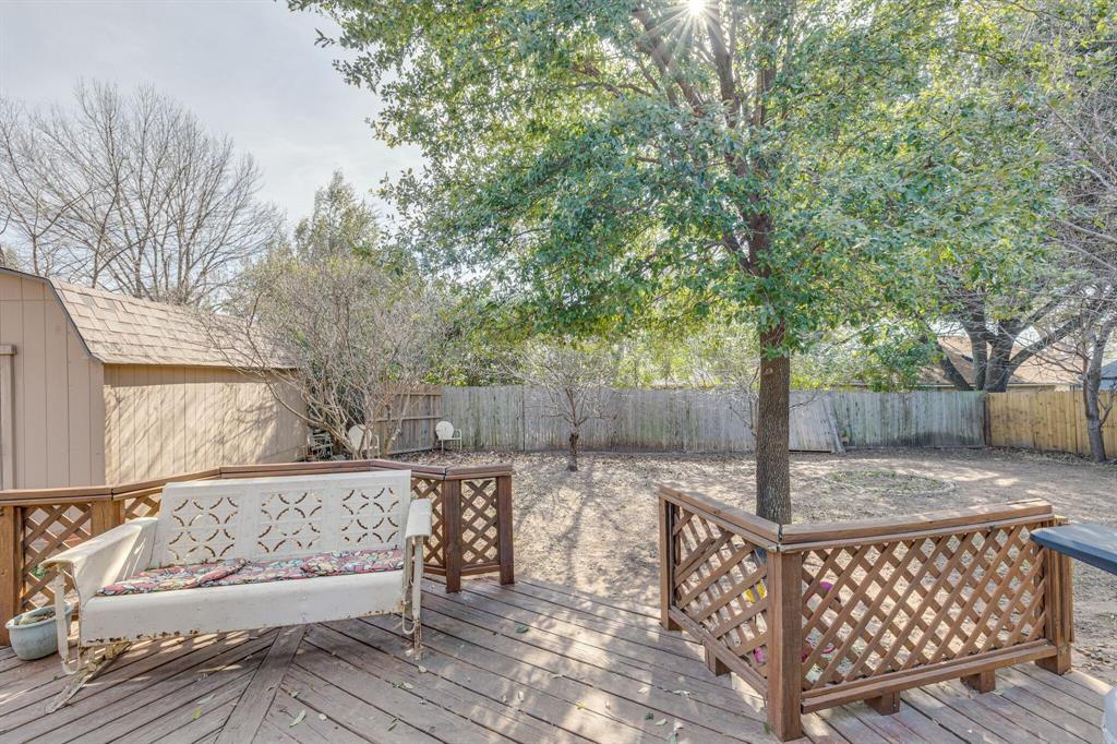 6824 Stillmeadows Circle, North Richland Hills, Texas 76182 - acquisto real estate best realtor foreclosure real estate mike shepeherd walnut grove realtor