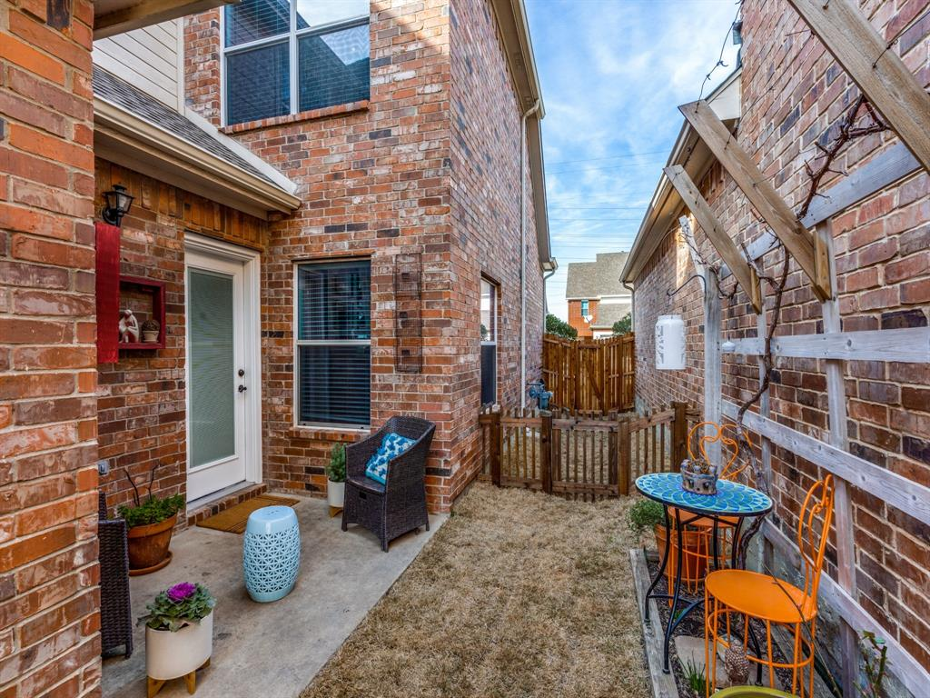 1028 Alyssa Lane, Carrollton, Texas 75006 - acquisto real estate best frisco real estate broker in texas for high net worth buyers