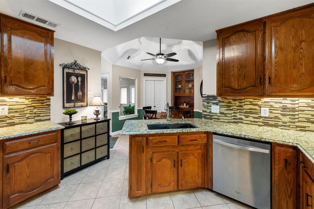 3901 Thornhill Way, Rowlett, Texas 75088 - acquisto real estate best real estate company to work for