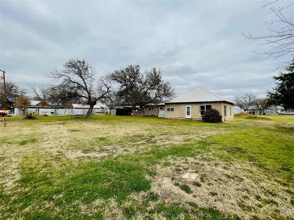 106 Woodlawn Avenue, Strawn, Texas 76475 - Acquisto Real Estate best frisco realtor Amy Gasperini 1031 exchange expert