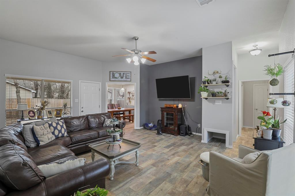 409 Meadowcrest Drive, Azle, Texas 76020 - acquisto real estaet best boutique real estate firm in texas for high net worth sellers
