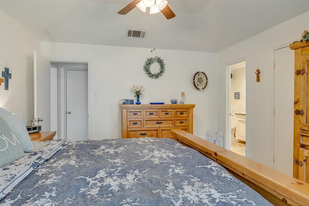 6824 Stillmeadows Circle, North Richland Hills, Texas 76182 - acquisto real estate best designer and realtor hannah ewing kind realtor