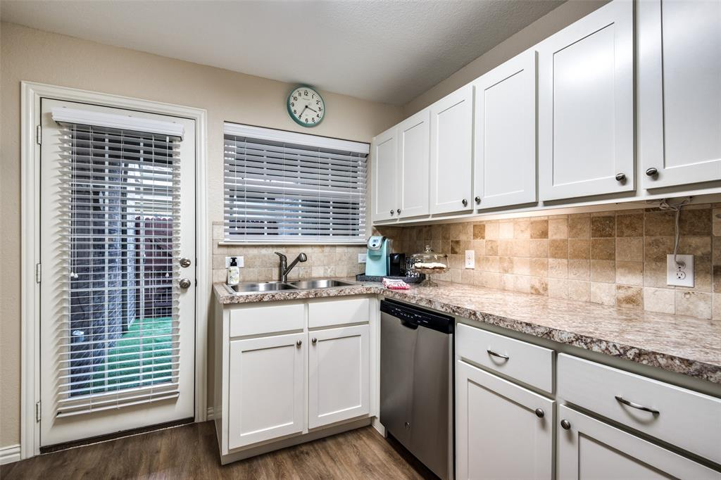 833 Summercreek Drive, Lewisville, Texas 75067 - acquisto real estate best real estate company to work for