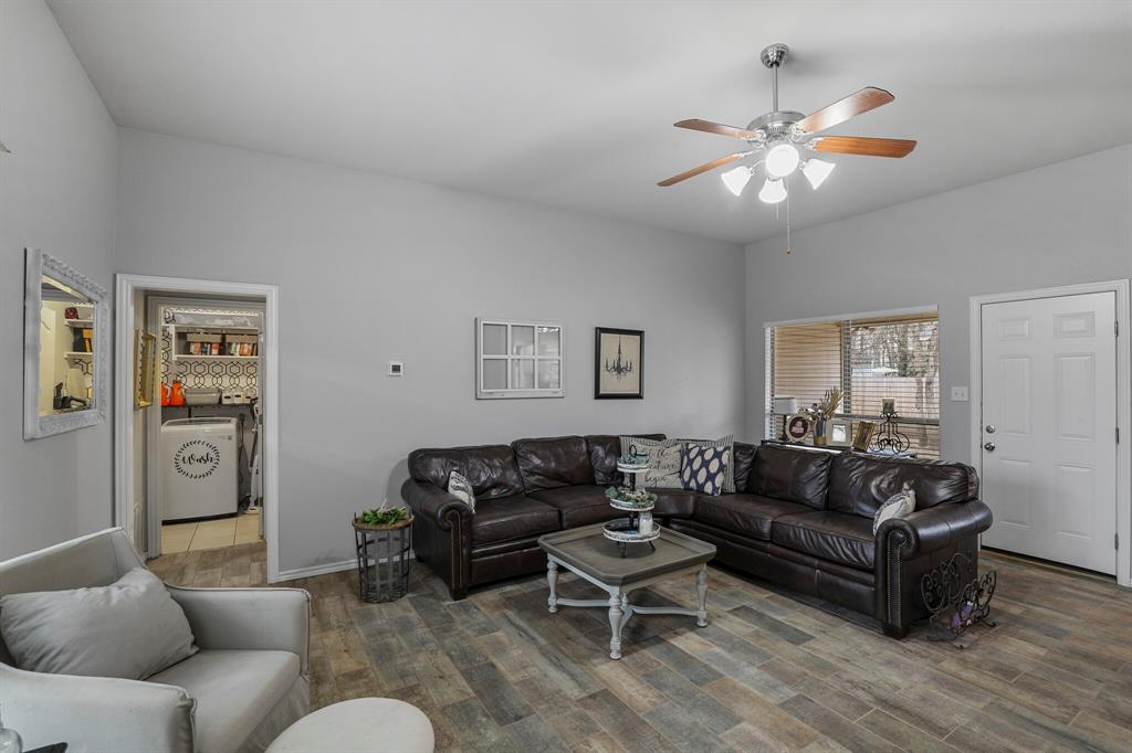 409 Meadowcrest Drive, Azle, Texas 76020 - acquisto real estate best frisco real estate broker in texas for high net worth buyers