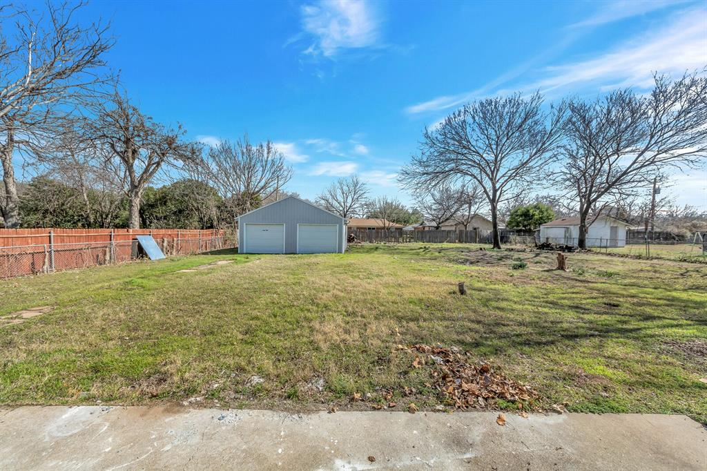 1129 Warden  Street, Benbrook, Texas 76126 - acquisto real estate best park cities realtor kim miller best staging agent