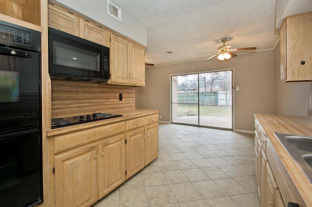 1817 Oakhurst  Drive, Irving, Texas 75061 - acquisto real estate best celina realtor logan lawrence best dressed realtor