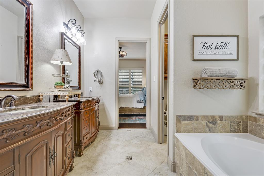 3920 Brookridge Court, Bedford, Texas 76021 - acquisto real estate best photos for luxury listings amy gasperini quick sale real estate