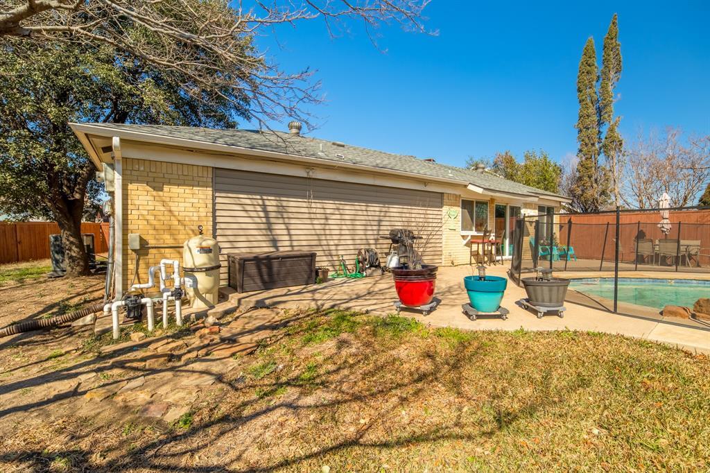 2212 Colonial Place, Carrollton, Texas 75007 - acquisto real estate best negotiating realtor linda miller declutter realtor