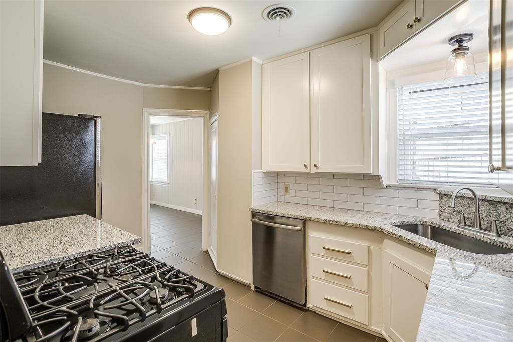 2641 Forest Park Boulevard, Fort Worth, Texas 76110 - acquisto real estate best real estate company to work for