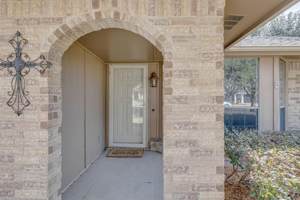 6824 Stillmeadows Circle, North Richland Hills, Texas 76182 - acquisto real estate best allen realtor kim miller hunters creek expert