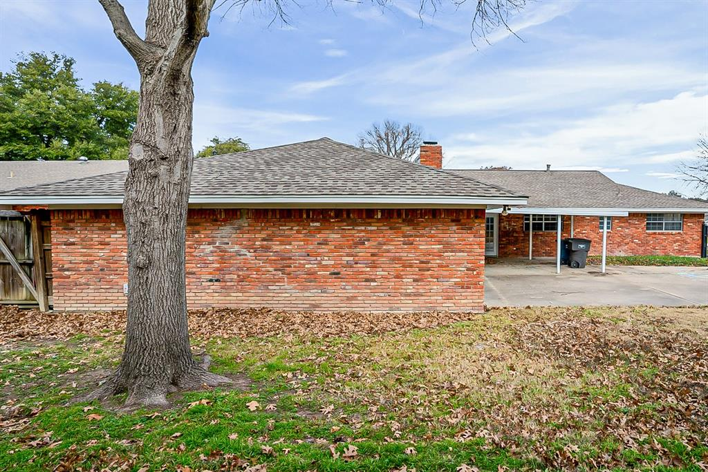 6129 Whitman Avenue, Fort Worth, Texas 76133 - acquisto real estate best negotiating realtor linda miller declutter realtor