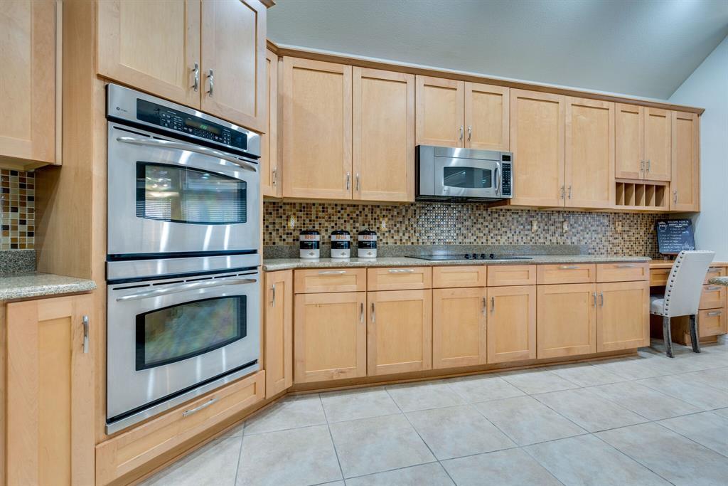 10901 Sandstone  Drive, Denton, Texas 76207 - acquisto real estate best designer and realtor hannah ewing kind realtor