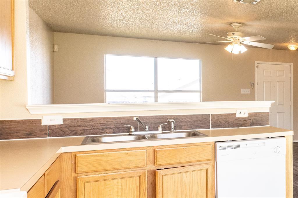 1820 Vineridge Lane, Burleson, Texas 76028 - acquisto real estate best highland park realtor amy gasperini fast real estate service