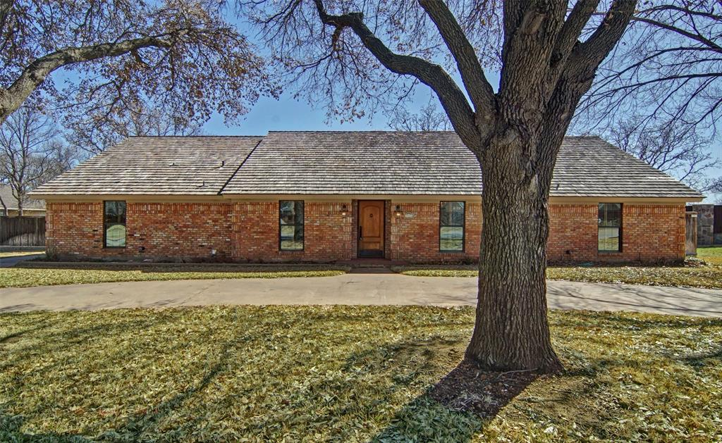 1516 Oak Forest Drive, Graham, Texas 76450 - Acquisto Real Estate best plano realtor mike Shepherd home owners association expert