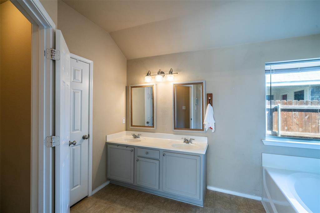 1643 Hillside  Drive, Waxahachie, Texas 75165 - acquisto real estate best frisco real estate broker in texas for high net worth buyers