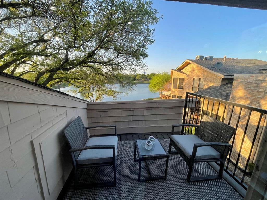 7 Country Lake  Drive, Carrollton, Texas 75006 - acquisto real estate best negotiating realtor linda miller declutter realtor