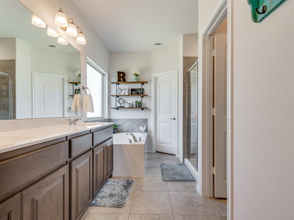 1725 Cross Creek Lane, Cleburne, Texas 76033 - acquisto real estate best realtor foreclosure real estate mike shepeherd walnut grove realtor