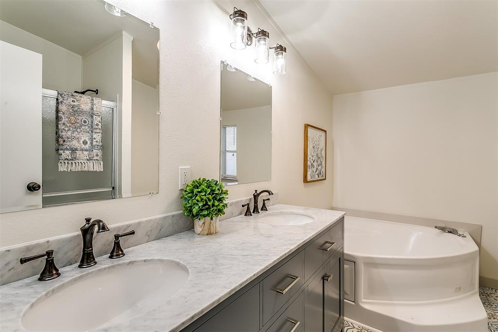 5925 Wild Berry  Trail, Joshua, Texas 76058 - acquisto real estate best park cities realtor kim miller best staging agent