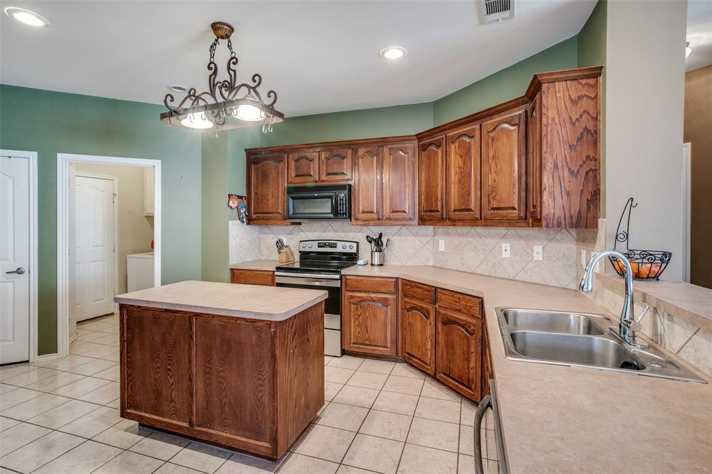 528 Winbridge Lane, Fort Worth, Texas 76052 - acquisto real estate best highland park realtor amy gasperini fast real estate service