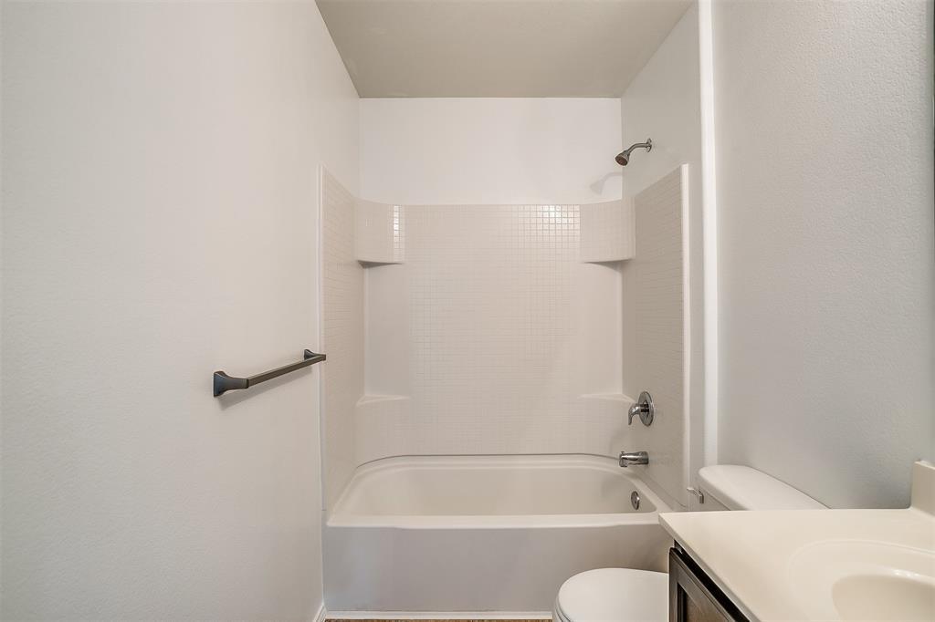 1261 Boxwood Lane, Burleson, Texas 76028 - acquisto real estate best highland park realtor amy gasperini fast real estate service