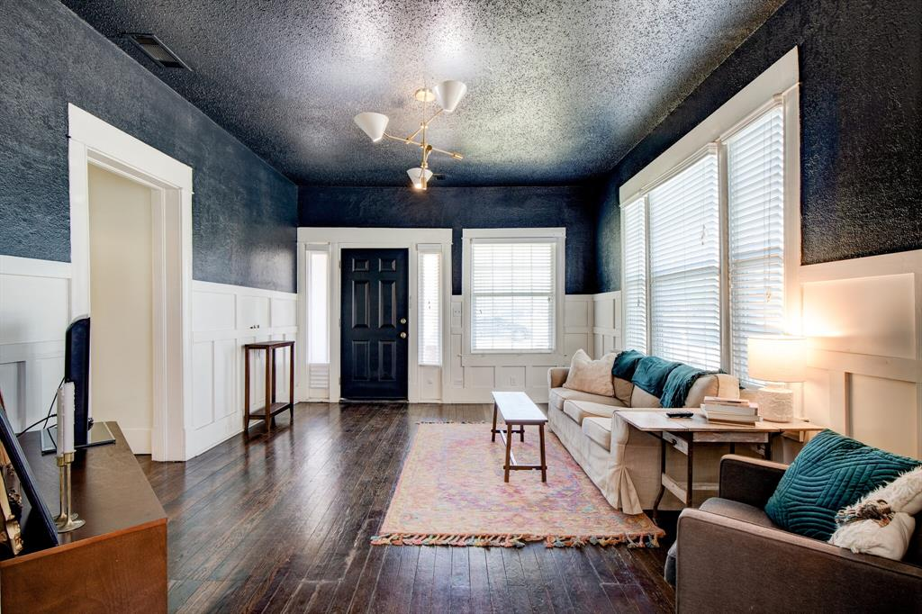 2507 Lipscomb  Street, Fort Worth, Texas 76110 - acquisto real estate best real estate company to work for