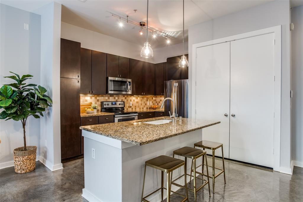2950 Mckinney Avenue, Dallas, Texas 75204 - acquisto real estate best luxury buyers agent in texas shana acquisto inheritance realtor