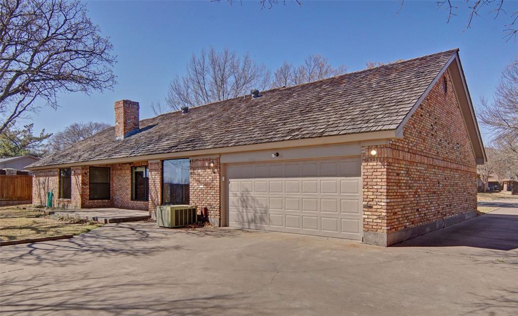 1516 Oak Forest Drive, Graham, Texas 76450 - acquisto real estate best the colony realtor linda miller the bridges real estate