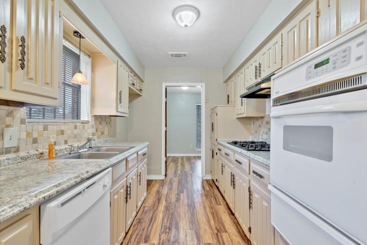 914 Highfall Drive, Dallas, Texas 75232 - acquisto real estate best highland park realtor amy gasperini fast real estate service